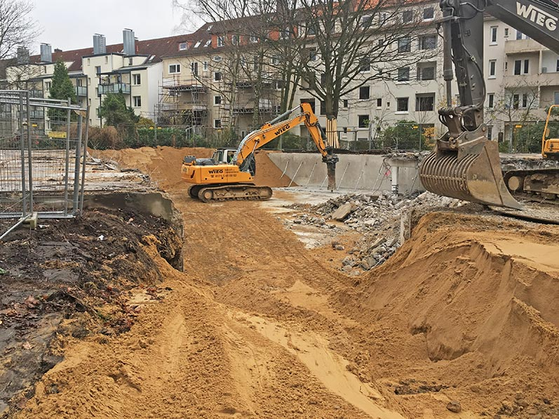 Lhotzky and Partner: Demolition of the car parks floor and backfilling of the pit