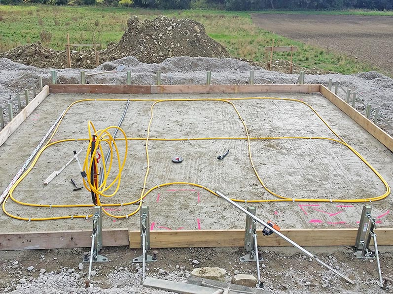 Lhotzky and Partner Monitoring at a gasometric station construction site: Installation of the measuring hose in tight loops to detect a possible tilting or nonuniform settlement of the gasomertic station