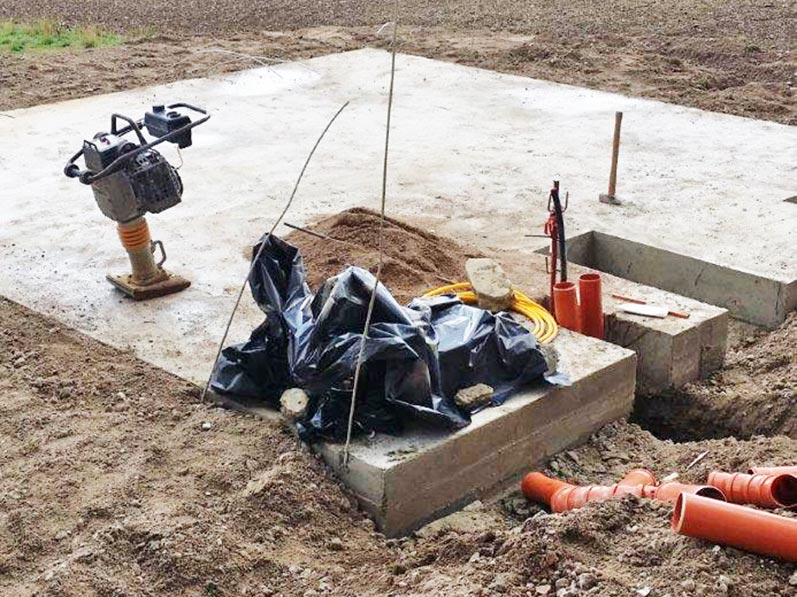 Lhotzky and Partner Monitoring at a gasometric station construction site:Reference measurement of level without gasometric station building