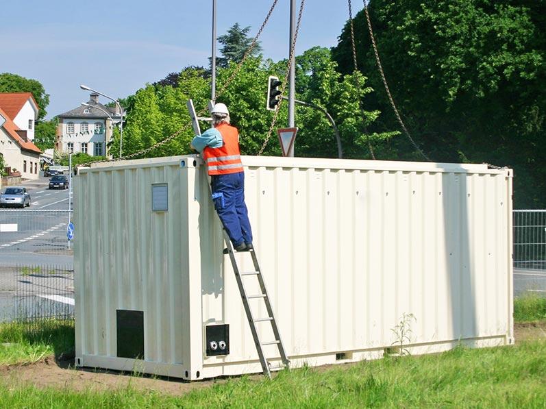 Lhotzky und Partner Aufbau Grundwassersanierungsanlage: Aushaken der Kranketten