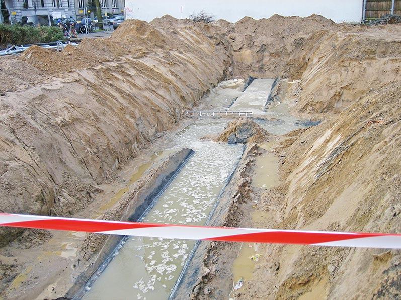 Lhotzky und Partner Ausbau Erdtank: Baugrube nach dem Tankausbau