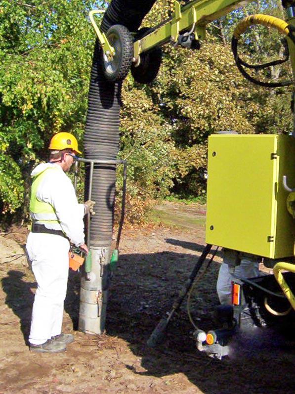 Lhotzky und Partner Predrilling Saugbagger: Erstellung eines Schachtloches mittels einem Erdbagger für Freimessungen und zu Leitungsdetektion