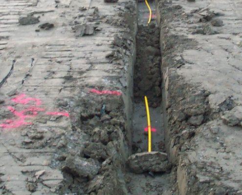 Hydrostatische Linienvermessung: Installation des Systemschlauchs an der Deponiebasis